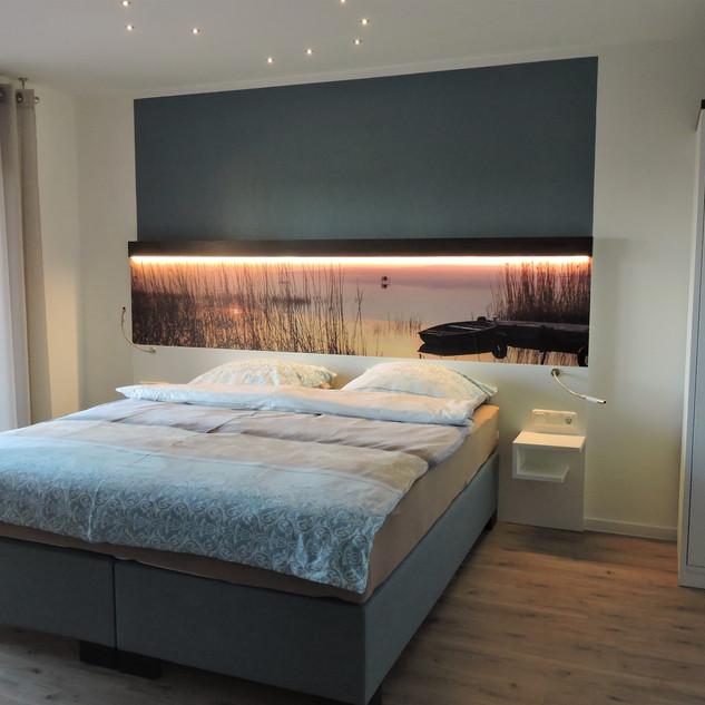 Doppelbett mit Sternenhimmel