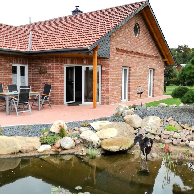 Private Terrasse am Teich