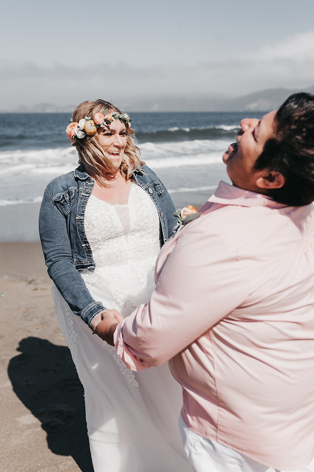 san francisco lesbian elopement on the beach
