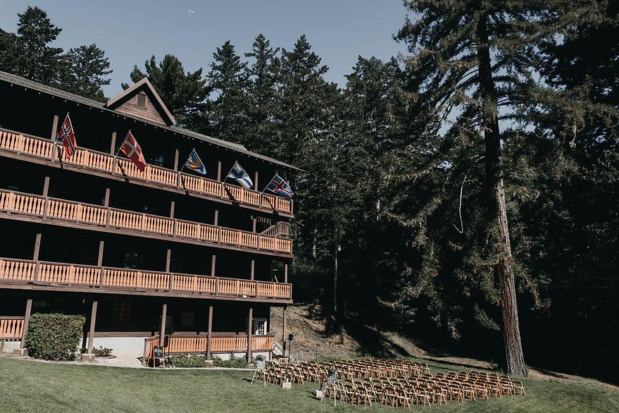 henrik ibsen park redwoods wedding chairs in lawn