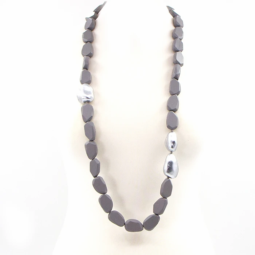 Long wooden beaded necklace with metallic accents - Grey