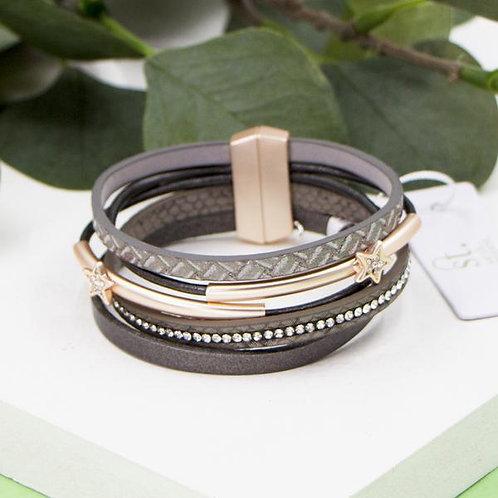 Multi strand leather bracelet with star motifsin rose gold