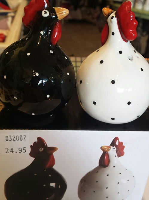 Salt and pepper shakers - Hens