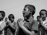 Like in every school in Nepal, there're exercices and prayers before the classes