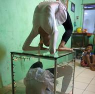 Kampung Menteng, contorsionist twins