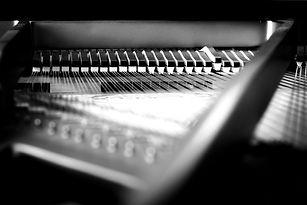 piano-3957653_1920_edited.jpg