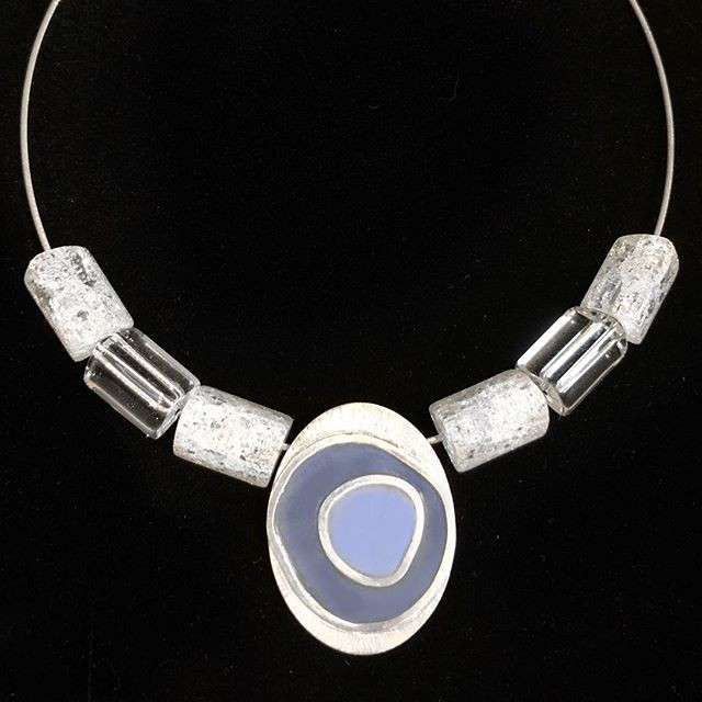 Silver and resin enamel necklace with qu