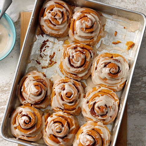 Gingerbread-Cinnamon-Rolls-With-Spiced-F