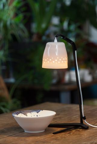 Lampe à poser porcelaine et pied métal