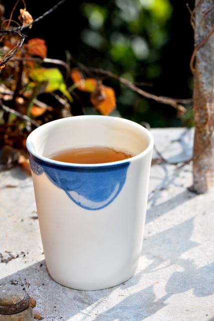 Tasse porcelaine décor bleuté Nébuleuses