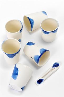 Tasses et cuillères porcelaine