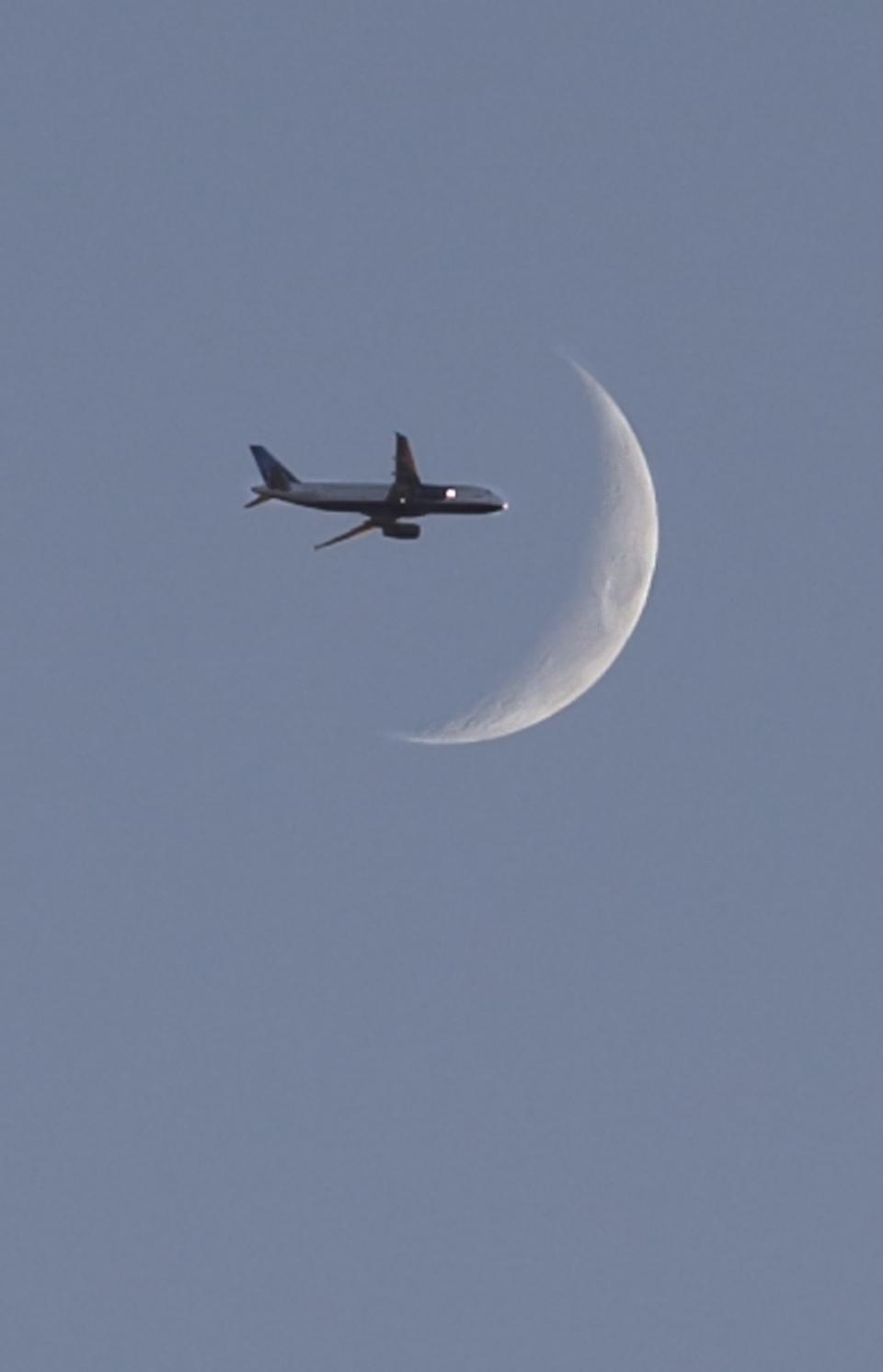 PLane-moon.jpg