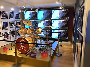 Retail Signage Queen Drum Kit Videowall