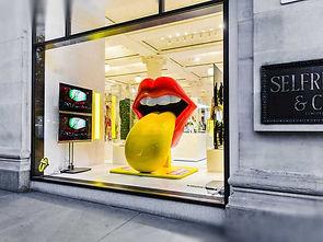Retail Signage Rolling Stones Window VideowallCS_Rolling_Stones02.jpg