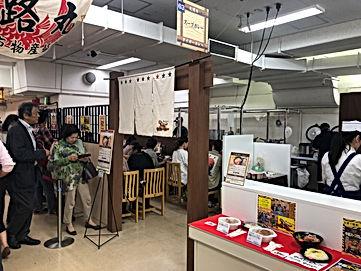 小田急百貨店新宿店 にぎわうタイガーカレー
