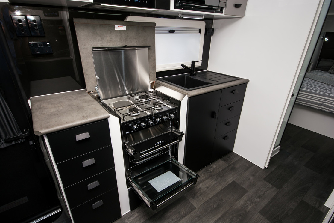 Recessed full oven