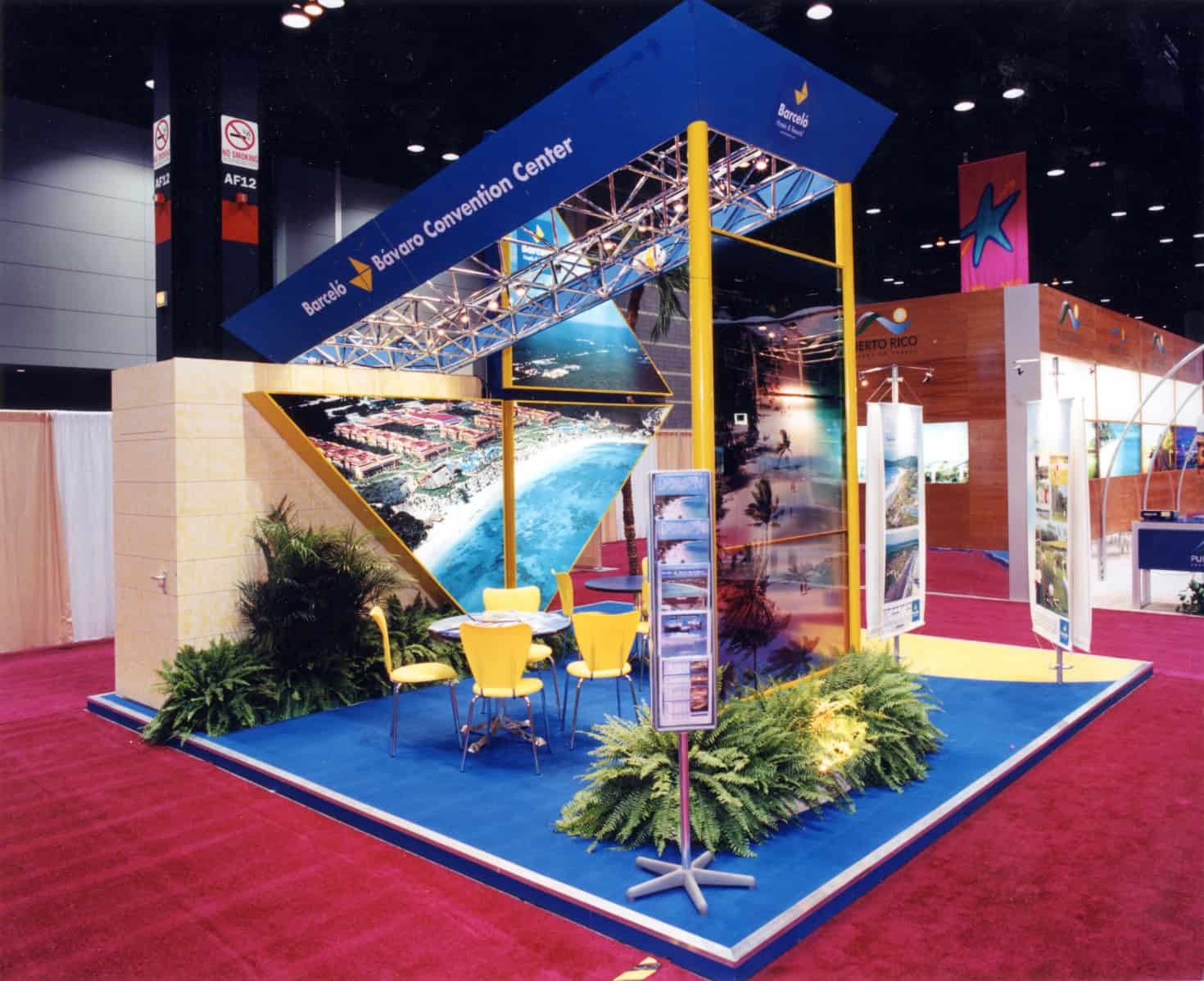 Glass Shed Exhibition Stand Design : Barcelo