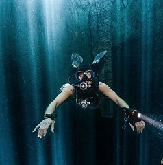 Playa del Caren diving offers unique oportunities to dive offthe beaten path, like in cenote Maravilla