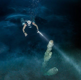 A sidemount dive deep in the cenote Arco Iris,south of Tulum