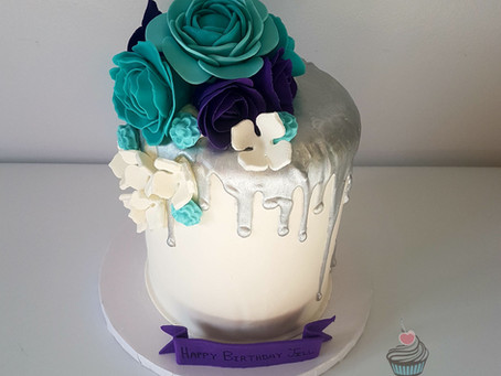 Drip cake with fondant flowers