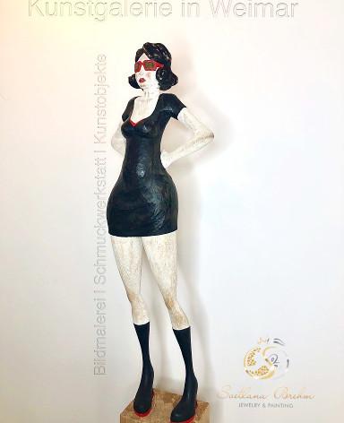"""""""Black Lady"""", Skulptur in Lindenholz, handbemalt, Stefan Neidhardt, signiert, datiert 2018"""