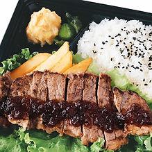 牛ステーキ弁当アップ(鮮や.jpg