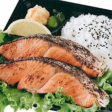紅鮭弁当アップ.jpg