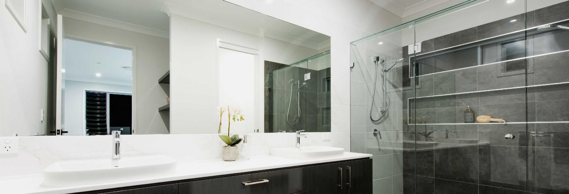 Large-Frameless-Mirror-in-a-bathroom-102