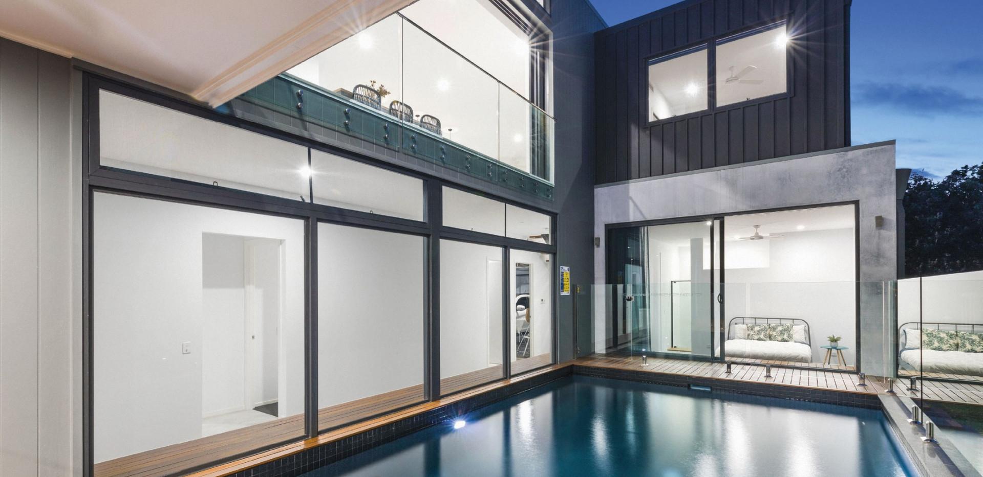 Multiple-large-fixed-windows-and-sliding