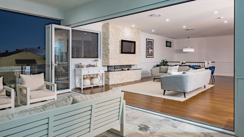 Bi-fold-Door-connects-balcony-with-livin