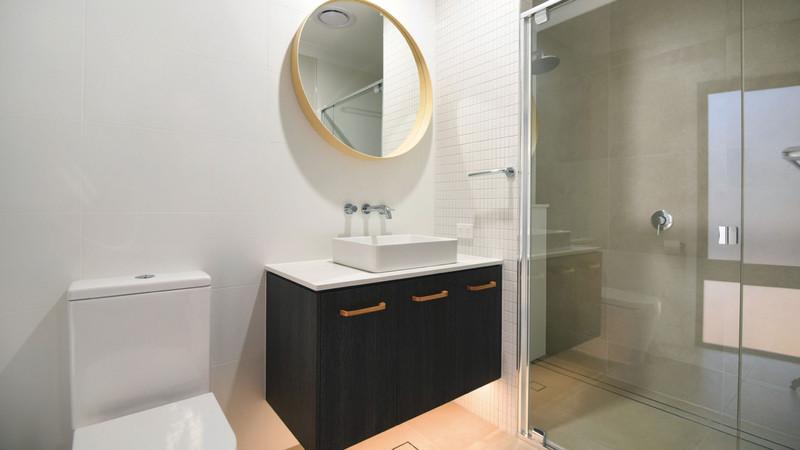 Semi-Frameless-Shower-Screens-1024x576@2