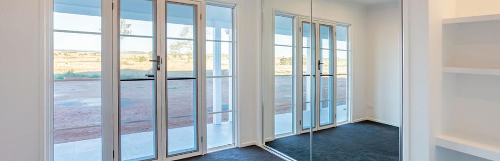 Mirror-Sliding-Wardrobe-Doors-in-a-bedro