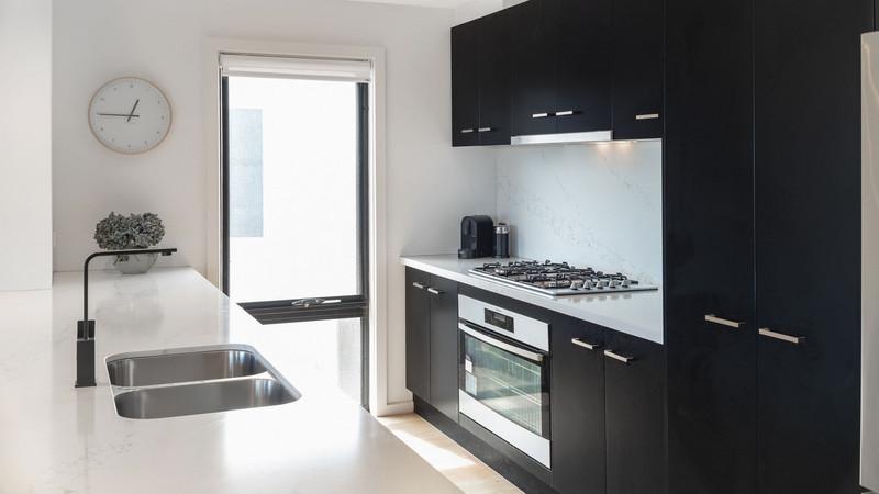 Black-Aluminium-Awning-Window-in-a-kitch