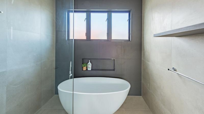 Casement-Window-in-a-bathroom-1024x576@2