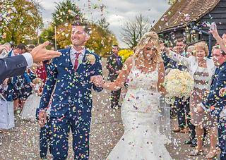 bride and groom confett shot wedding photography