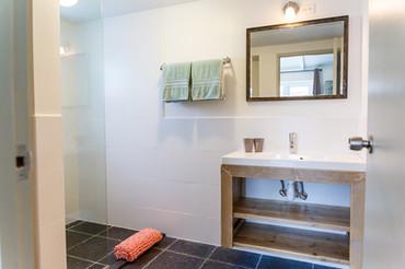 Bathroom & Aruba Aloe Toiletries