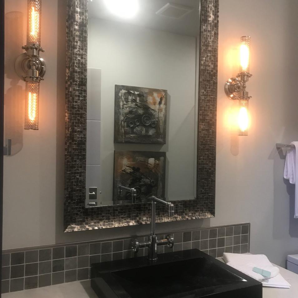 guest bathrom.jpg