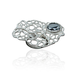 Xylem solitaire ring with amatite