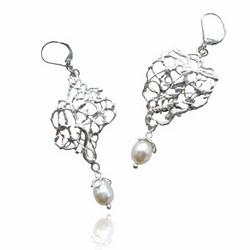 Xylem pearl earrings