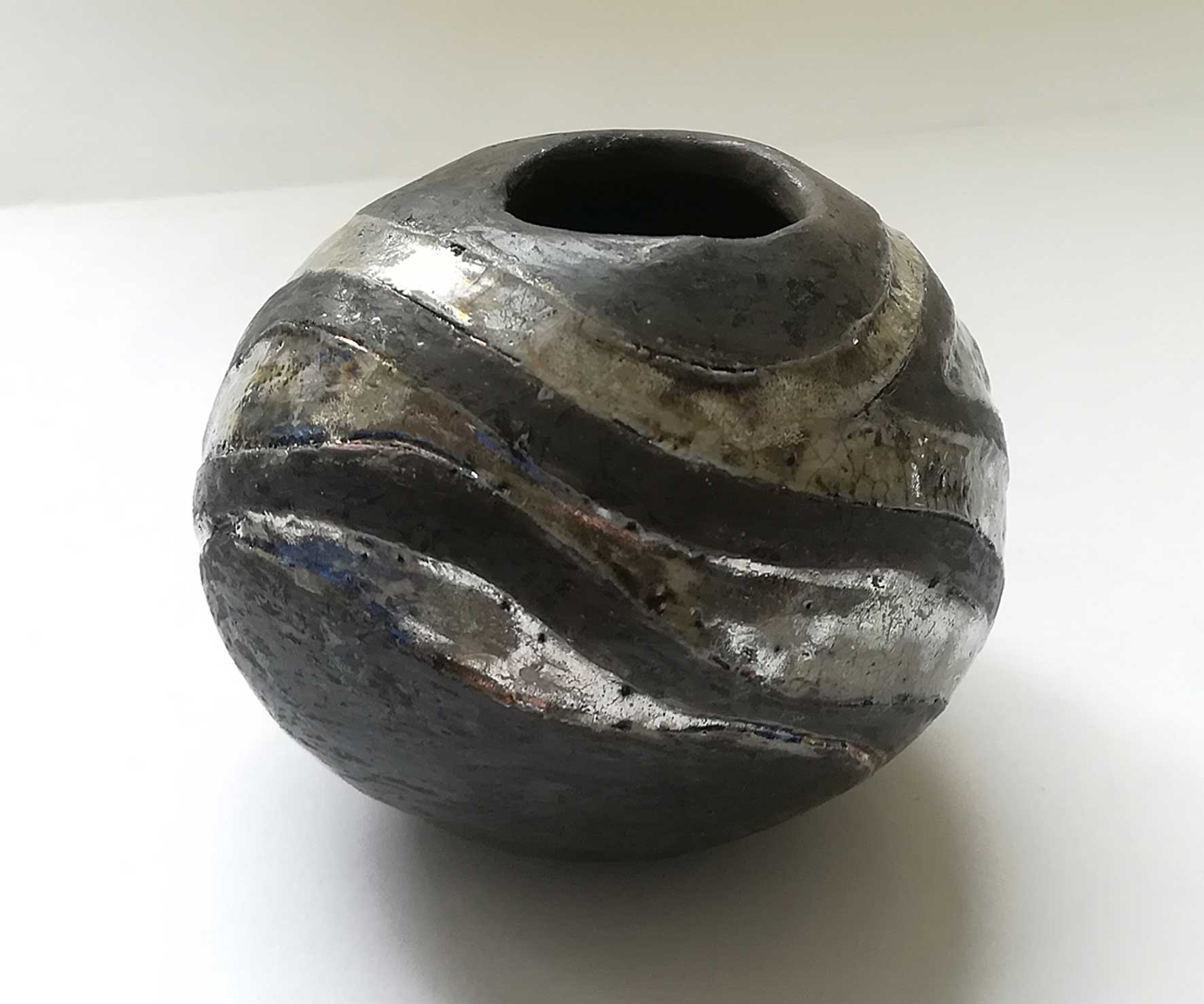 Egg vase silver and black
