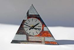 Small triangle  W17.5cm, H14.5cm x D4.5cm