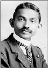Mohandâs_Karamchand_Gândhî_en_1917.pn