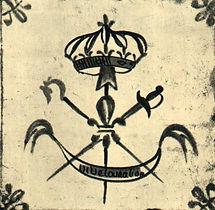 Carreau de faïence décoré des attributs des trois ordres
