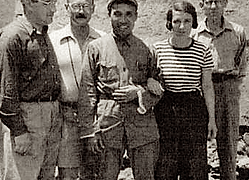 Philip Jaffe, Owen Lattimore, Chu Teh, Agnes Jaffe, et Thomas Bisson au Yunan, Chine, Juin 1937