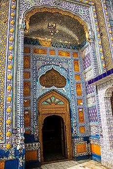 Porte du mausolée de Sachal Sarmast