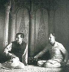 Alain Daniélou et Raymond Burnier à Bénarès
