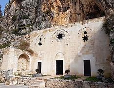 graal caverne église de st pierre.png