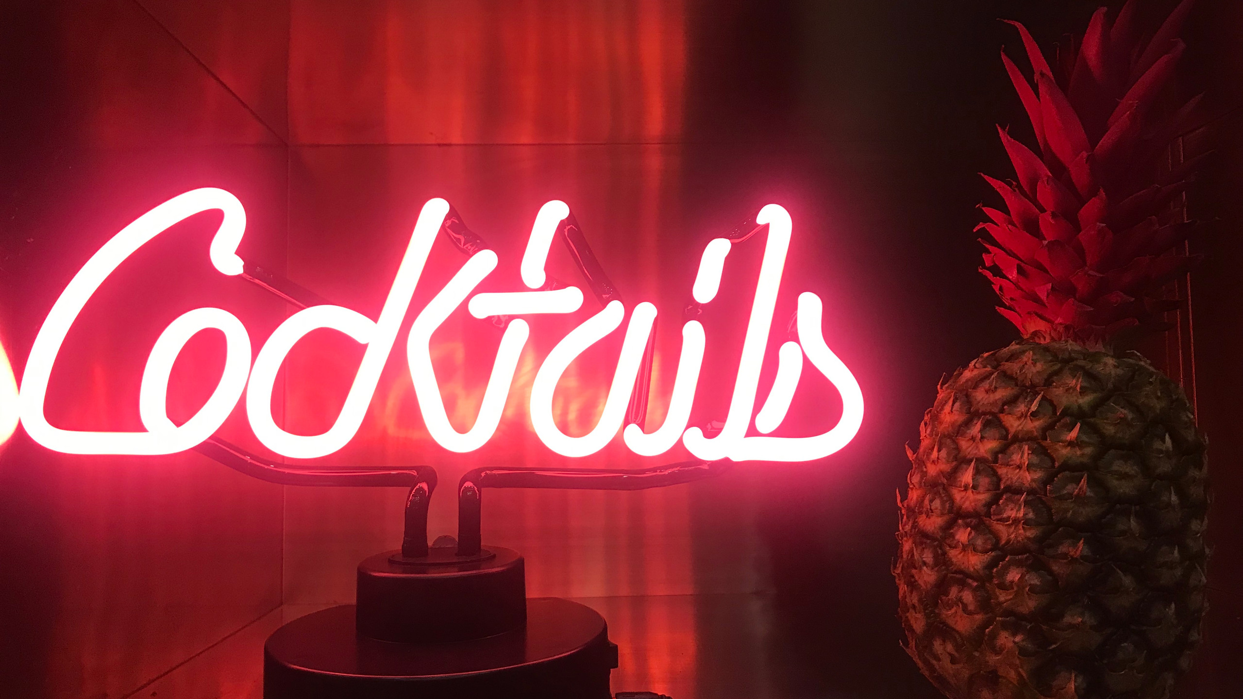 Neon Cocktails Signs
