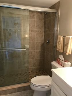 Bedroom 1 bath en suite