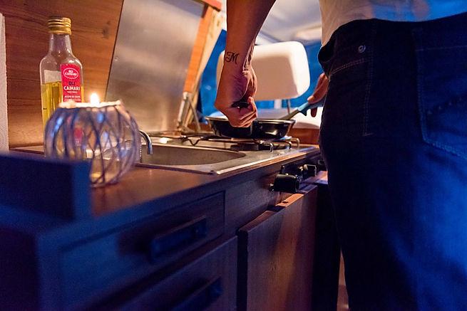 Cocina Westfalia original de una Volkswagen Camper Bulli en Mallorca